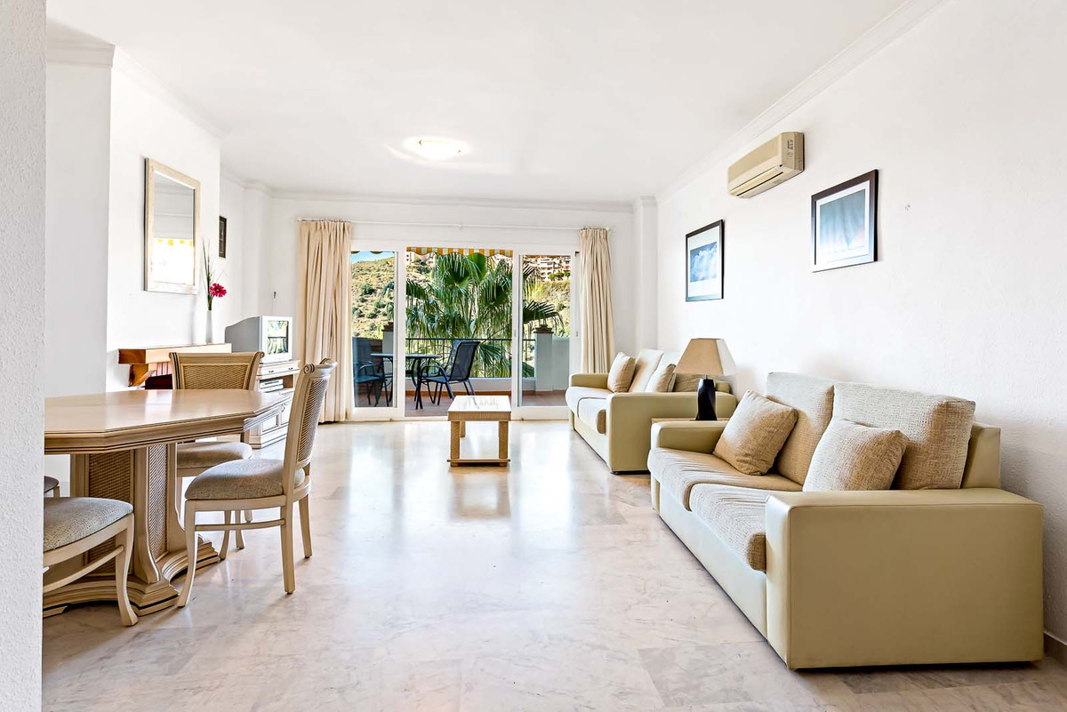 Apartamento en Venta en Calahonda – R3617408