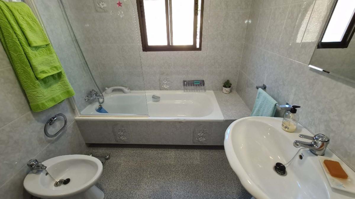 House in Alhaurín de la Torre R3909046 32