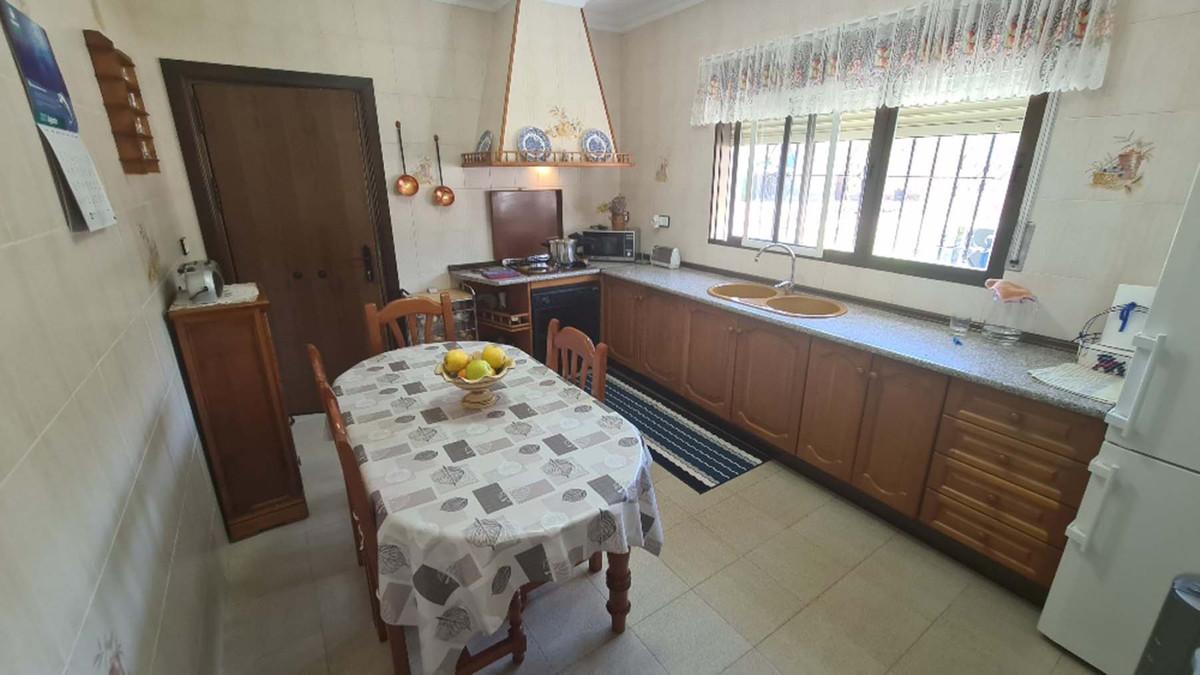 House in Alhaurín de la Torre R3909046 44