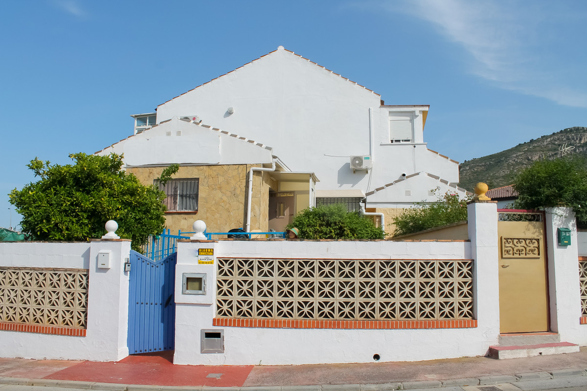 Large 8 bedroom Villa for sale in Alhaurin de la Torre! Business opportunity!!    This property is d,Spain