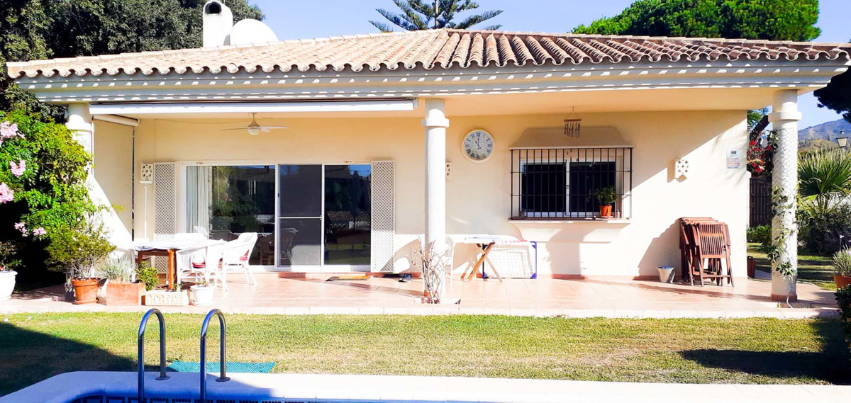 Very well maintained villa set on a double plot in a quiet residential area  Just two minutes to Mer, Spain