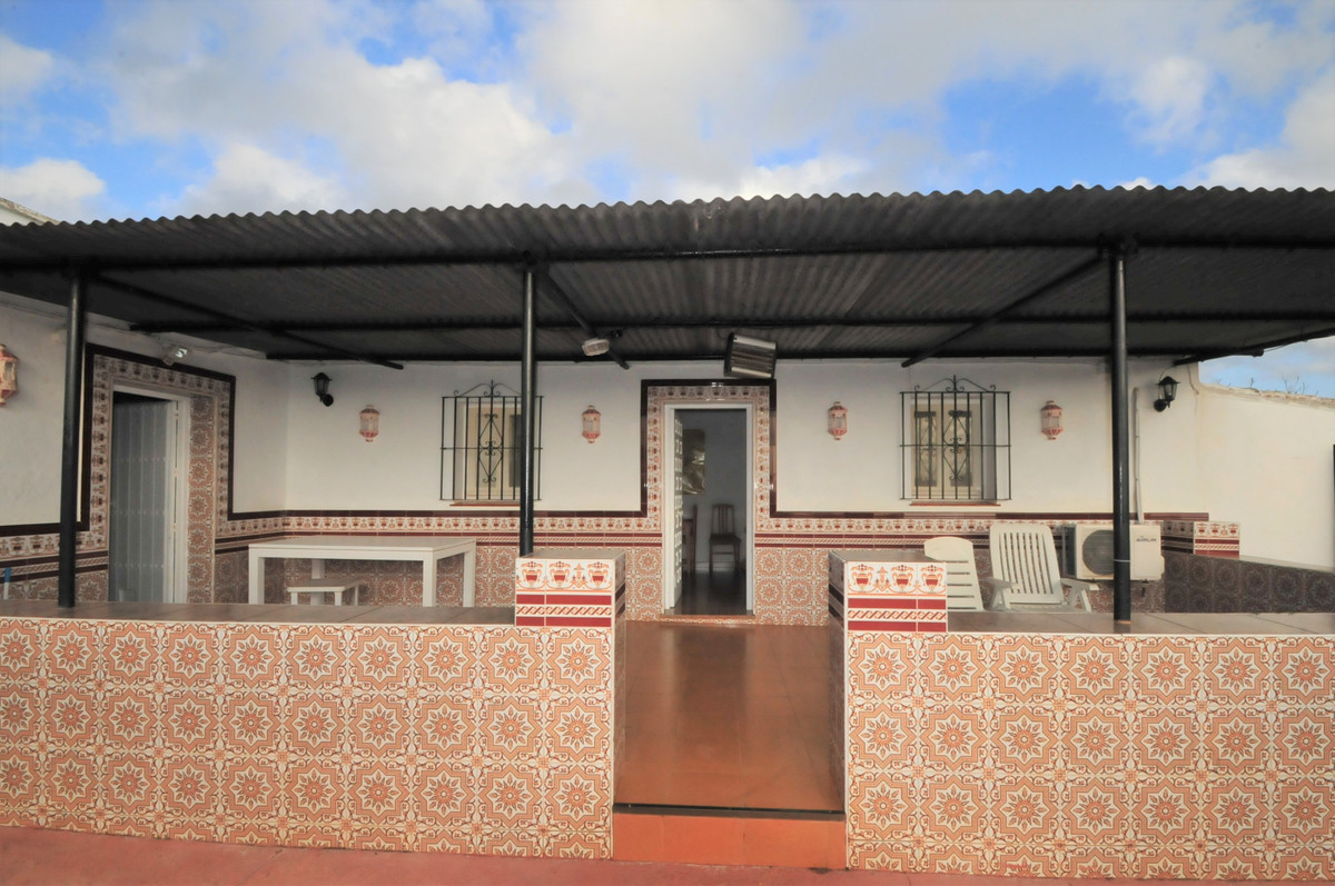 Fabulous 2 bedroom Finca in the area of Entrerrios. The 85m2 house has a very good road access with ,Spain
