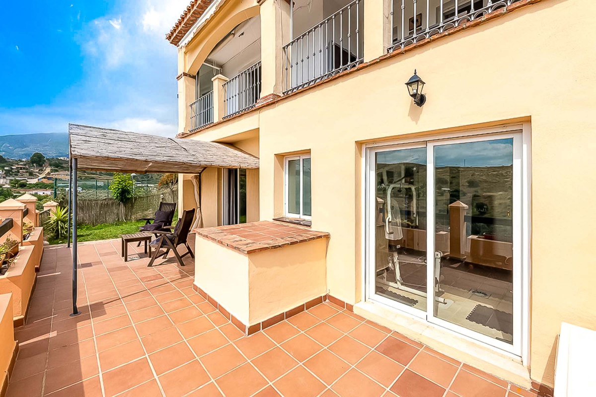 Fantastic Semi-Detached House for sale in Mijas Golf !   This 3 bedroom property is located in a pea,Spain
