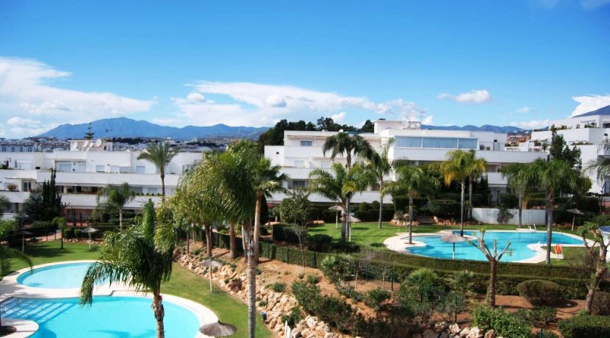 Delightful 1 bed/1 bath apartment in quiet residential gated community.  Set in Nueva Andalucia, wal,Spain