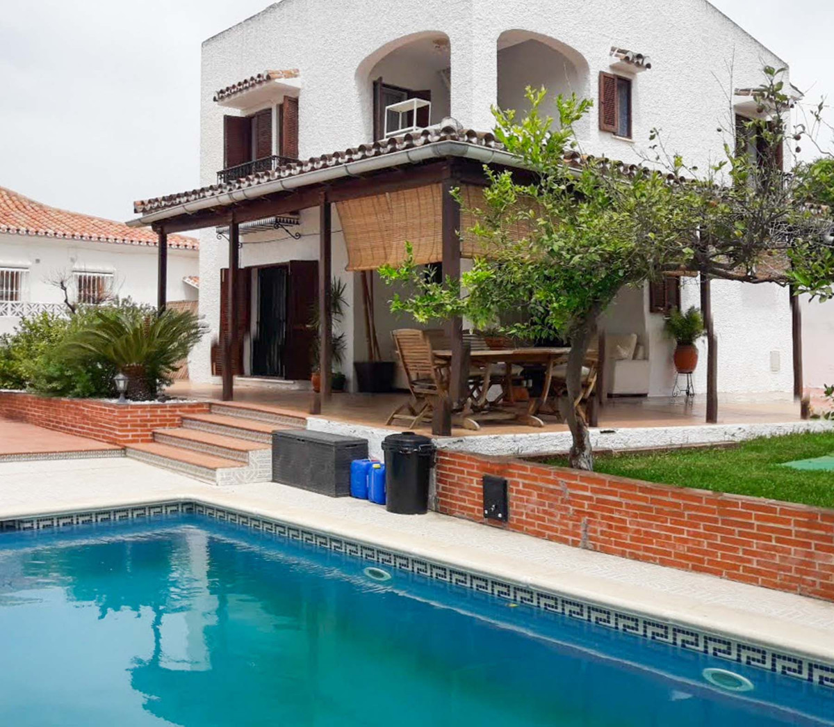 Fantastic opportunity to own a villa in one of the best located urbanizations in Coin.   Just a few ,Spain