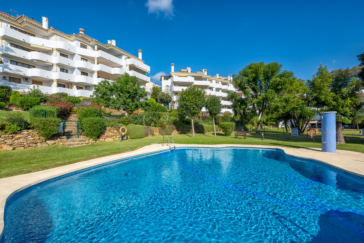 Lovely fully furnished 2 bedroom 2 bathroom apartment located in a gated community complex just a mi, Spain