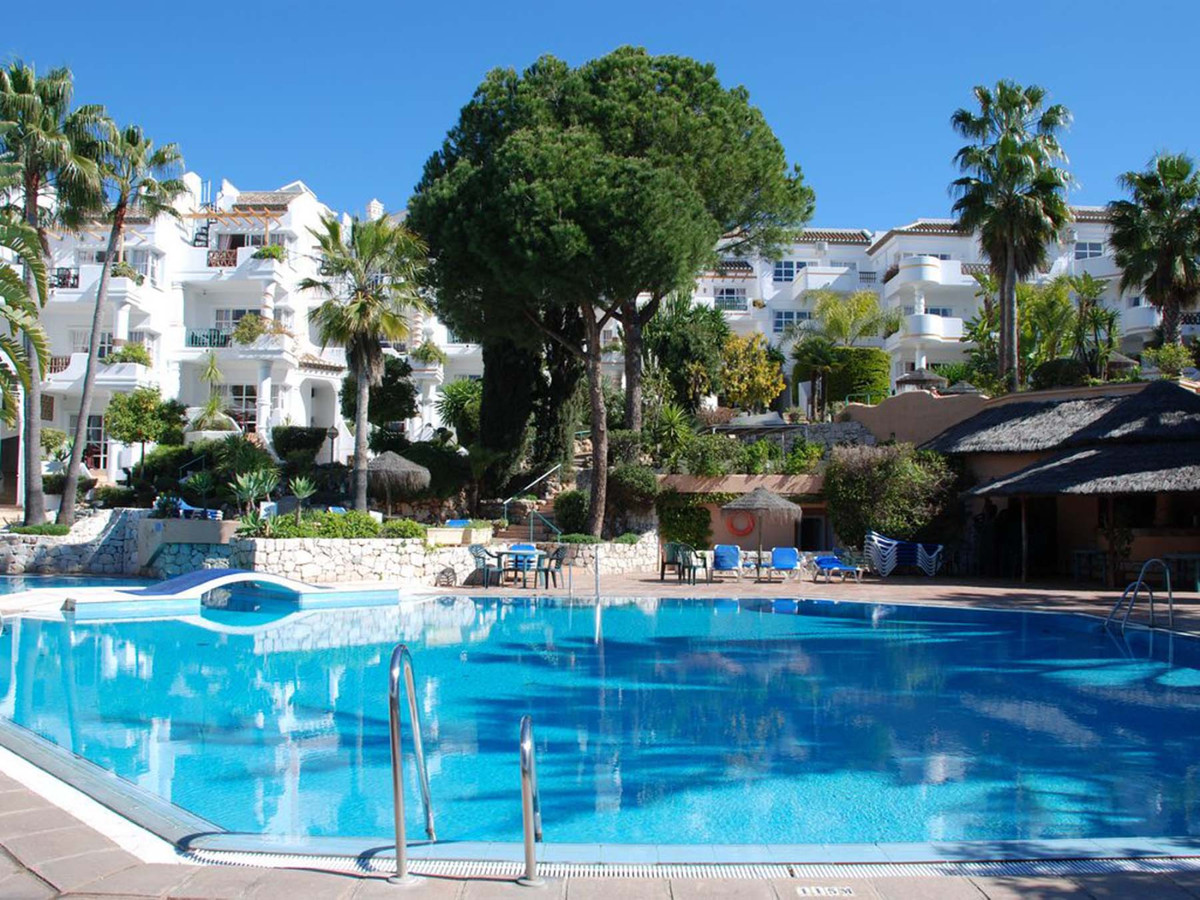 This beautiful appointed 3 bedroom apartment located in one of the most sought after front line golf,Spain