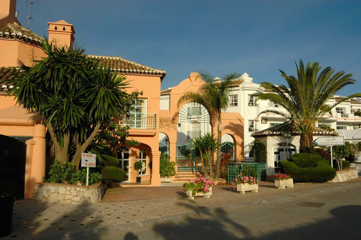 This beautiful appointed 2 bedroom apartment located in one of the most sought after front line golf, Spain