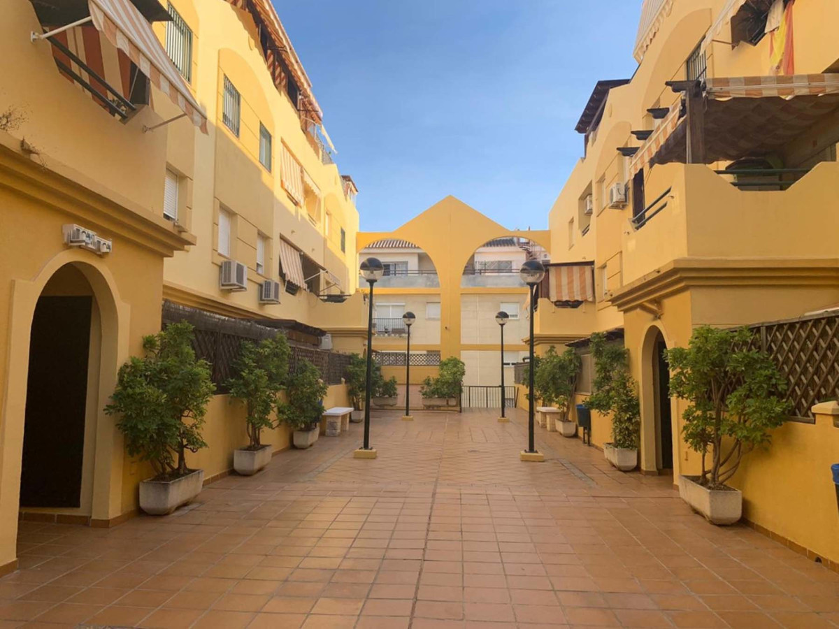 Spacious apartment of 80 m2, consists of two bedrooms, bathroom, spacious kitchen, large living room,Spain