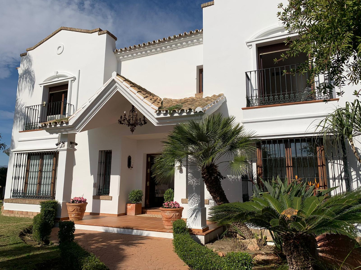 In a buyers market, where there are so many beautiful properties for sale to choose from, this villa,Spain