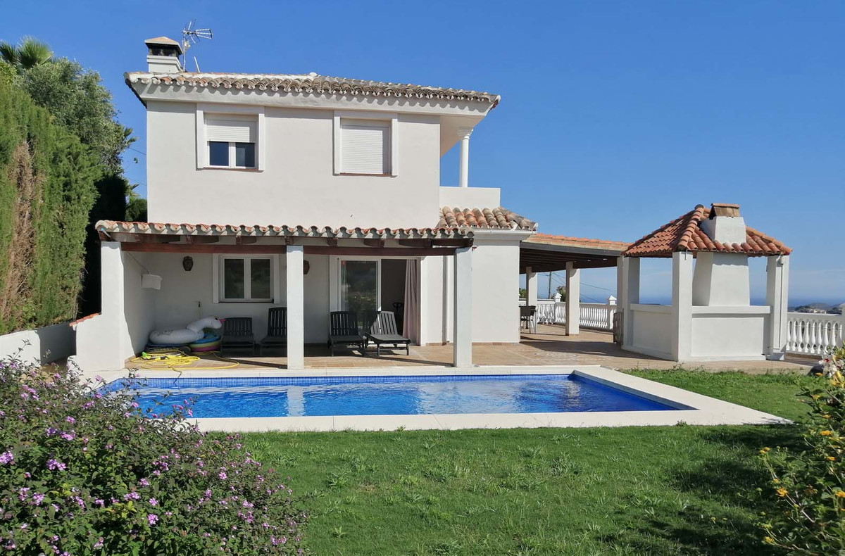 This bright spacious detached villa has everything you can want from a comfortable family home. The ,Spain