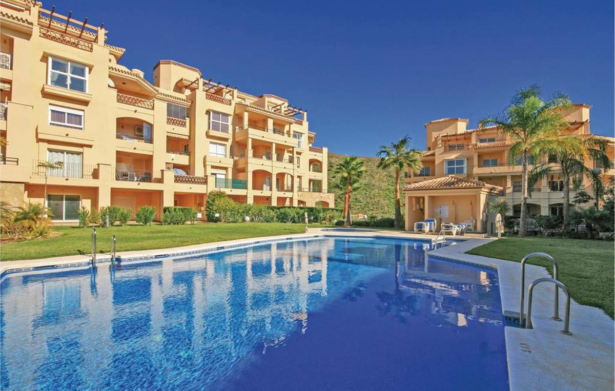 Middle Floor Apartment for sale in Calahonda R3377806
