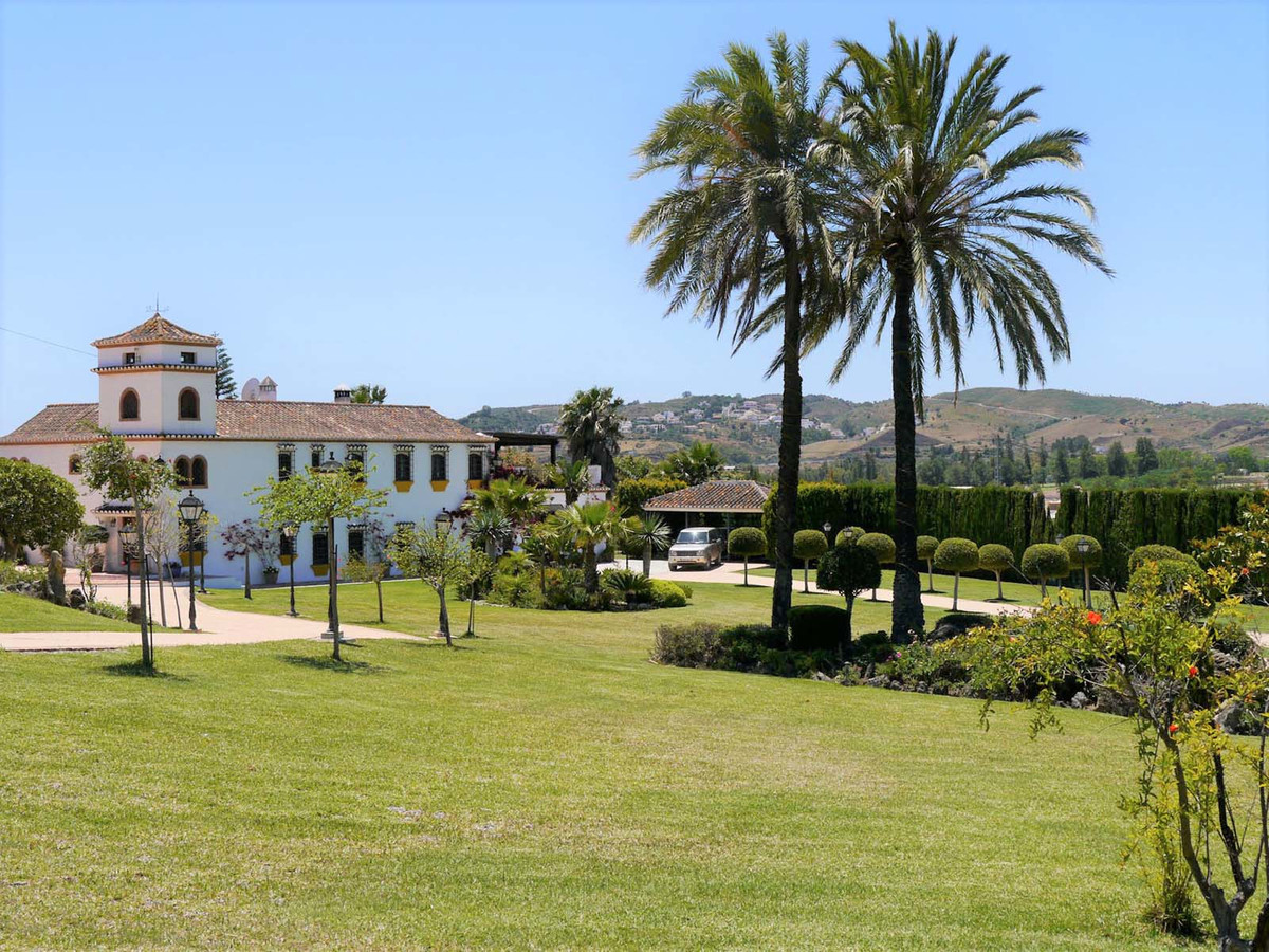 Fabulous Villa with 3 reception rooms & 5 bedrooms, separate self-contained apartment with 2 bed,Spain