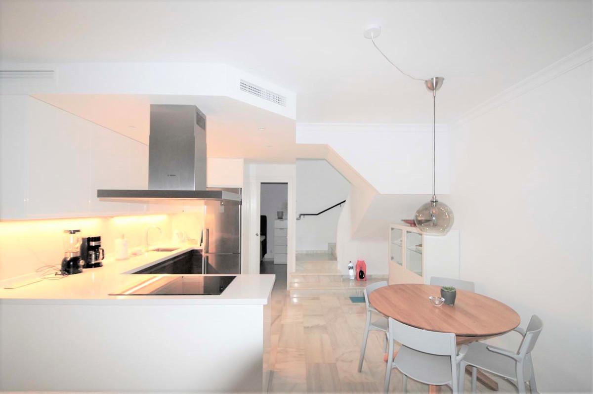 Unifamiliar con 3 Dormitorios en Venta Calahonda