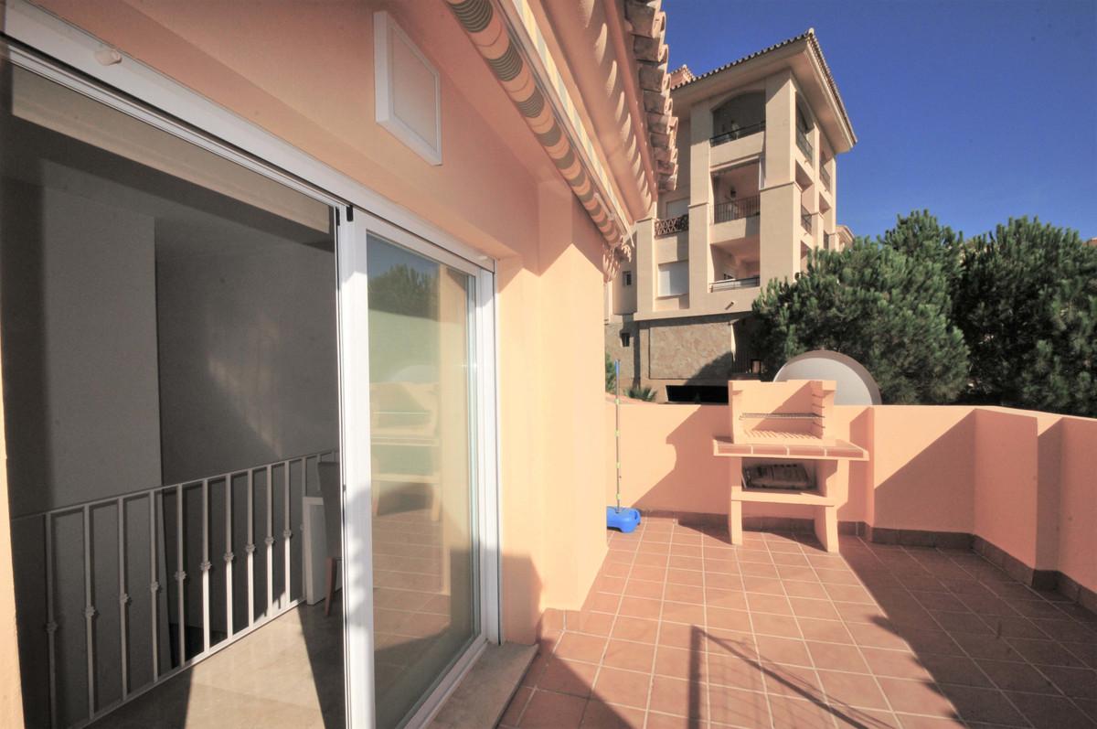 Apartamento con 4 Dormitorios en Venta Calahonda