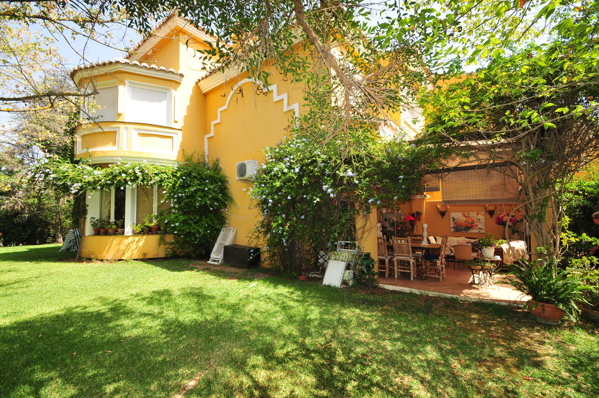 IDYLLIC CORNER TERRACED HOUSE FOR SALE WITH THREE BEDROOMS AND LARGE GARDEN IN CALAHONDA, CLOSE TO T,Spain