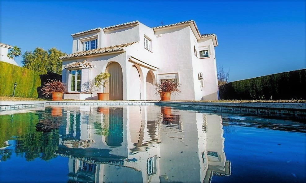 Fantastic detached 5 bedroom villa, located in a privileged area in Sitio de Calahonda, five minutes, Spain