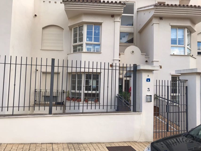 Fantastic modern apartment for sale, fully furnished ready to move in. The apartment consists of an ,Spain