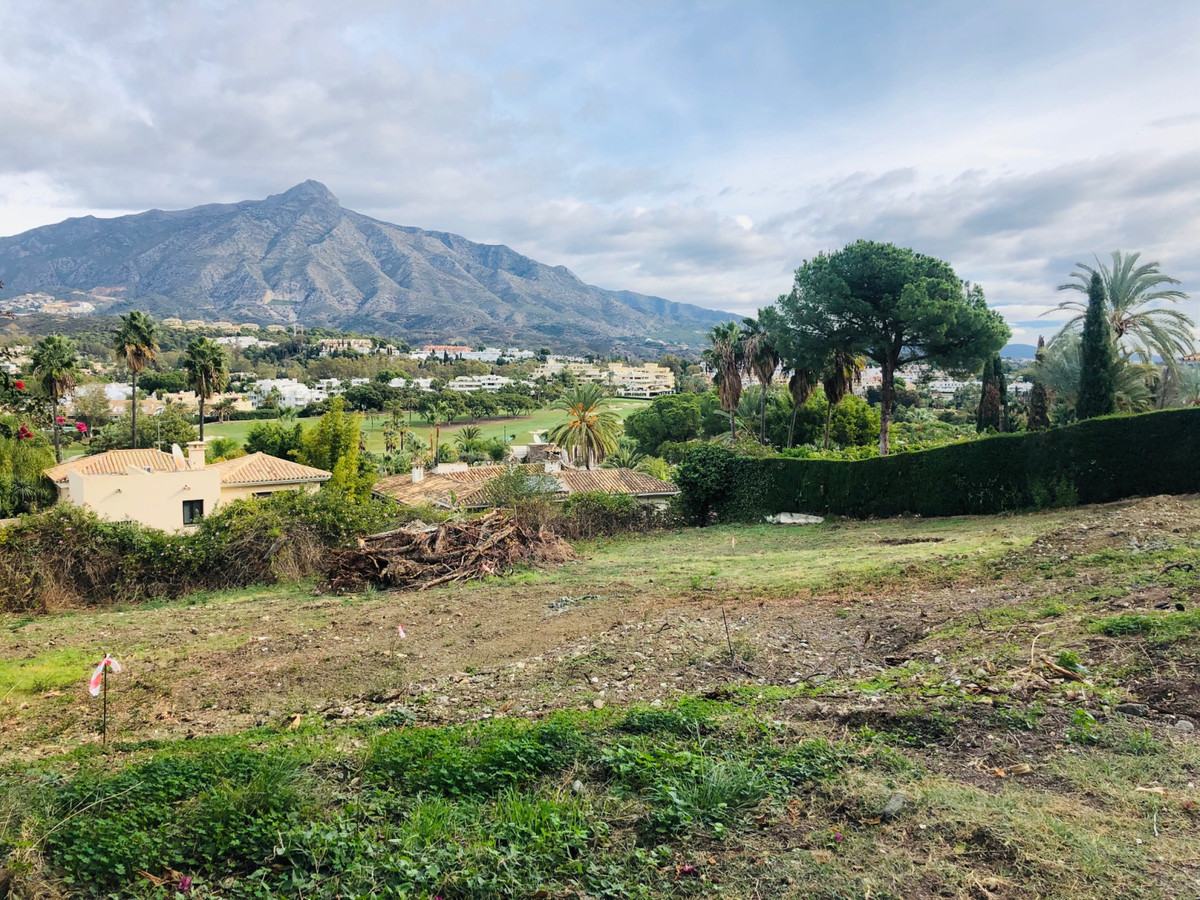 Fantastic plot in Las Brisas, Nueva Andalucia.  South-East facing with great open views.  With a UE-,Spain