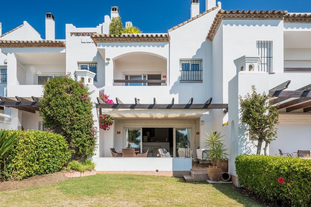 Marbella Banus Adosada en Venta en Nueva Andalucía – R3730333