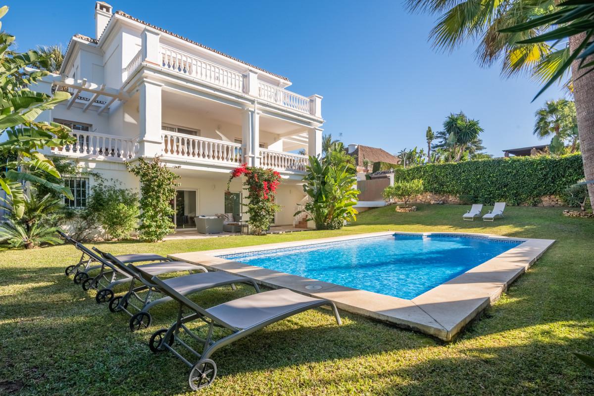 Villa for sale in Nueva Andalucia - Nueva Andalucia Villa - TMRO-R3357958
