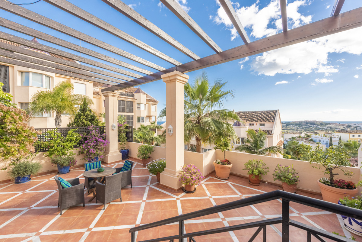 A beautifully presented spacious apartment in the popular gated development of Albatross Hill. As yo,Spain