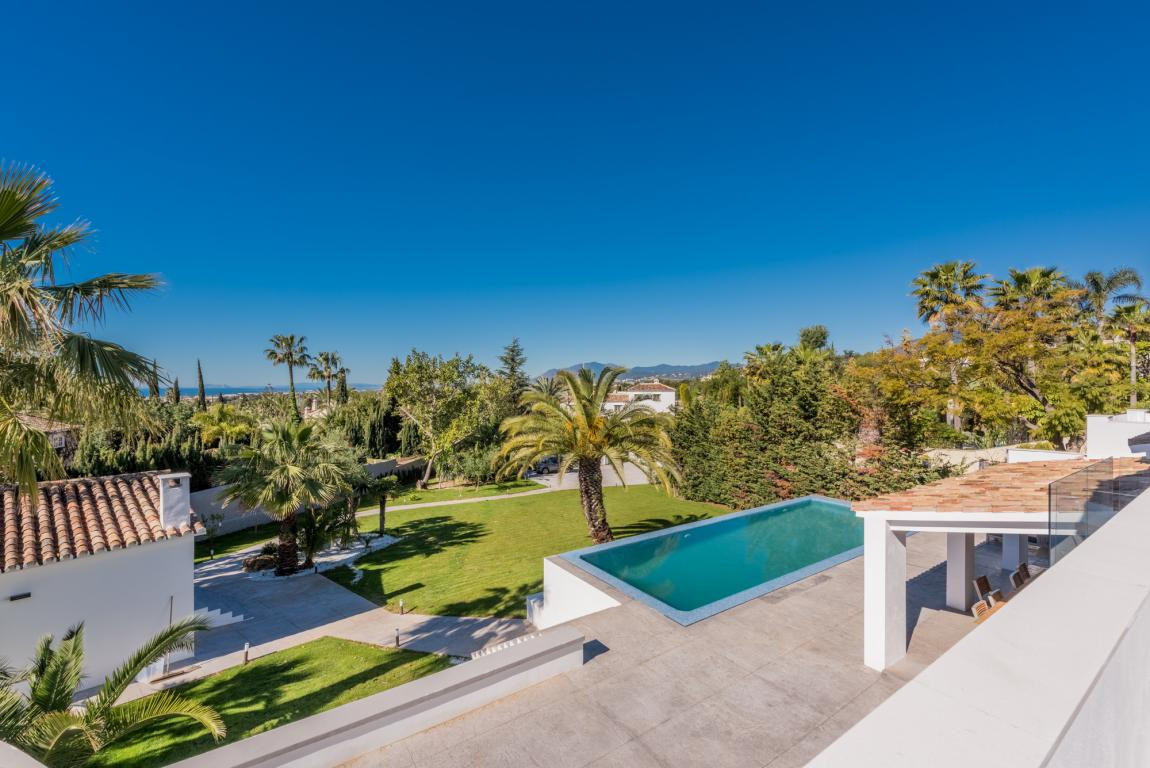 A magnificent fully refurbished villa in the majestic gated urbanization of the Marbella Hill Club 1, Spain
