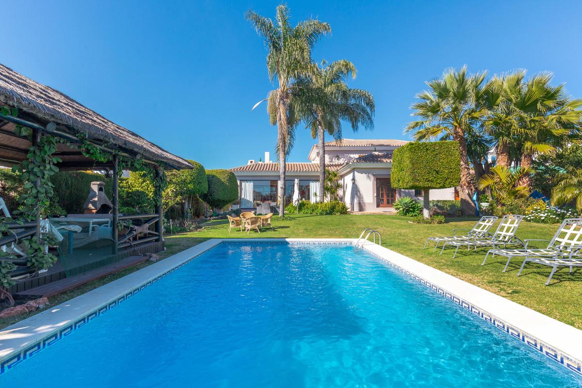 Marbella Banus Villa – Chalet en Venta en Nueva Andalucía – R3530503