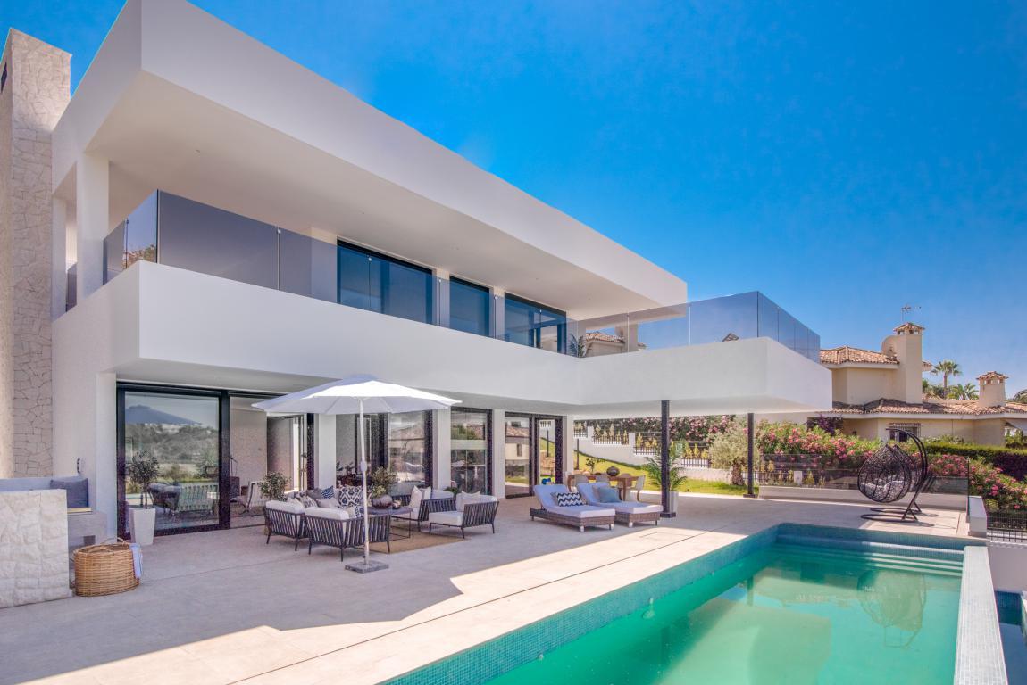Villa for sale in Nueva Andalucia - Nueva Andalucia Villa - TMRO-R3195229