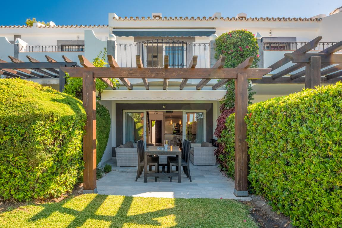 Picturesque townhouse in the very popular urbanisation of Las Pergolas with only 18 houses and a few,Spain