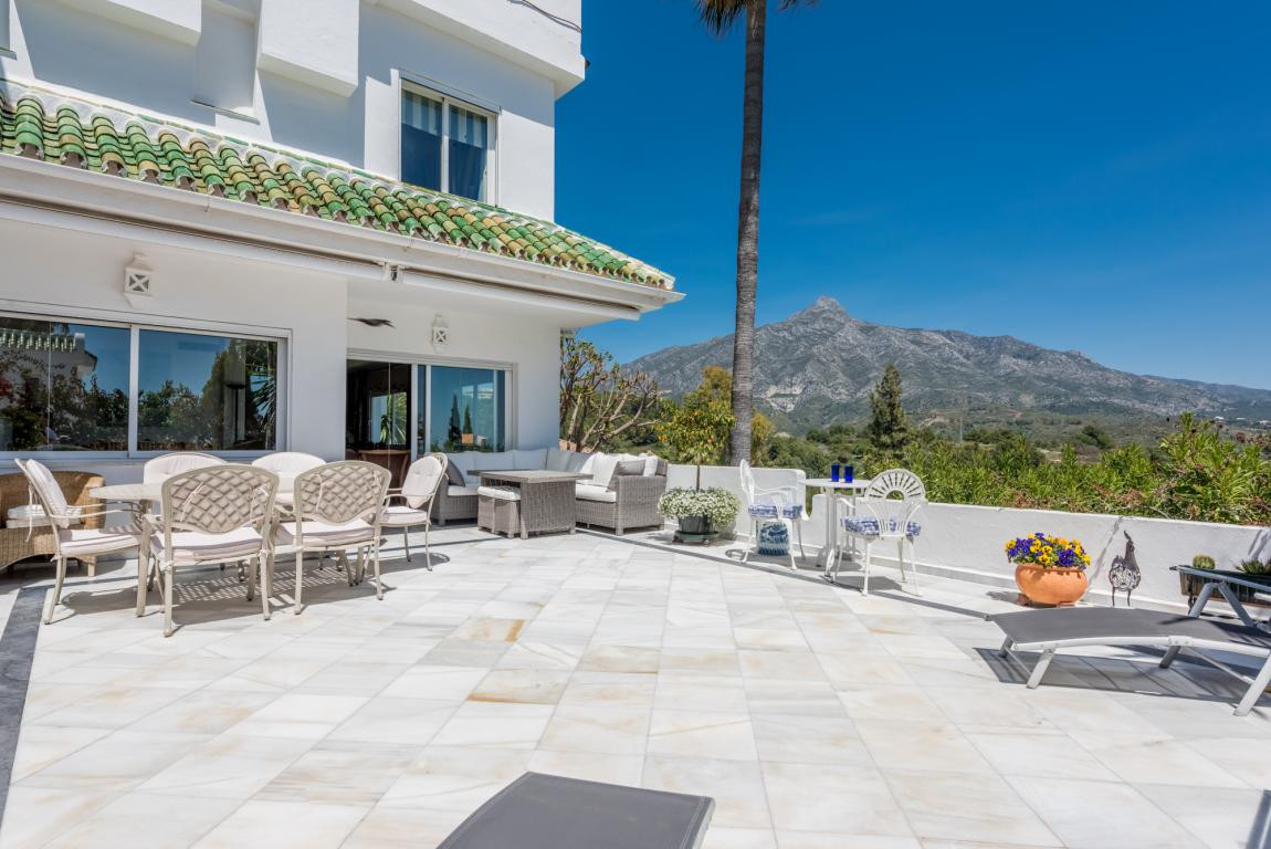 Bright, spacious and with spectacular 360-degree mountain, sea and golf views; a south-facing, corne,Spain