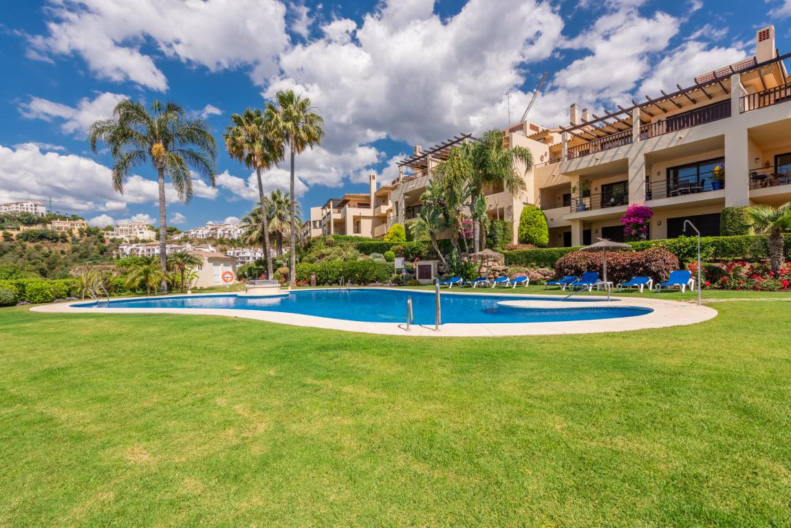 A large duplex penthouse in the heart of Los Arqueros. This unit is unique compared to most penthous, Spain