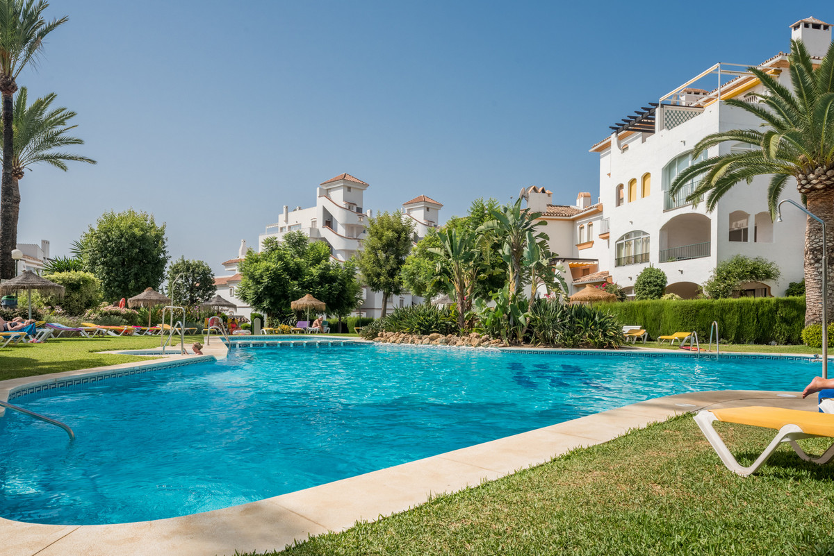 Ground Floor Apartment for sale in Nueva Andalucía R3066814