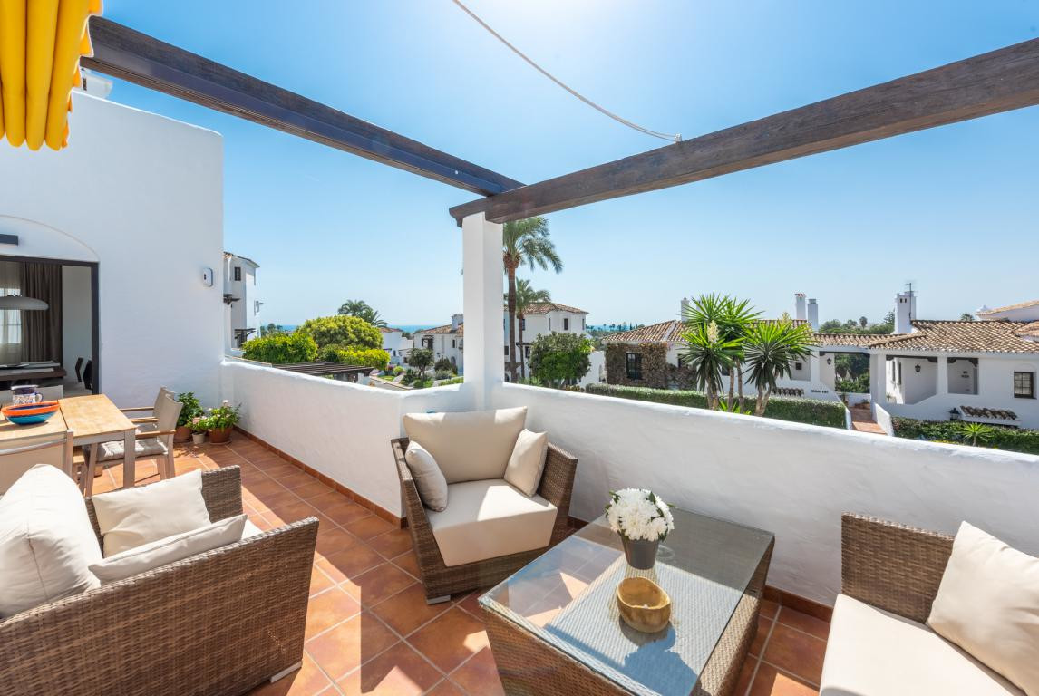 Impeccable modern corner apartment in the popular complex of Aldea Blanca with attention given to ev,Spain