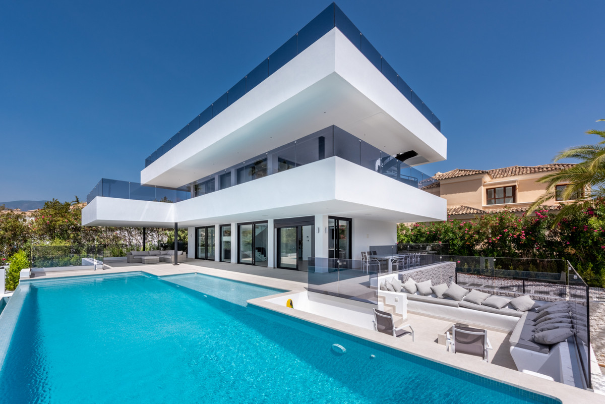 New villa in the popular Supermanzana H area with plenty of privacy and views. This contemporary hou,Spain