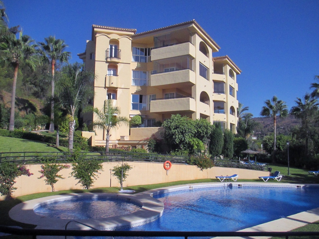 Front-line golf  large Penthouse apartment is probably one of the best on the complex within the San, Spain