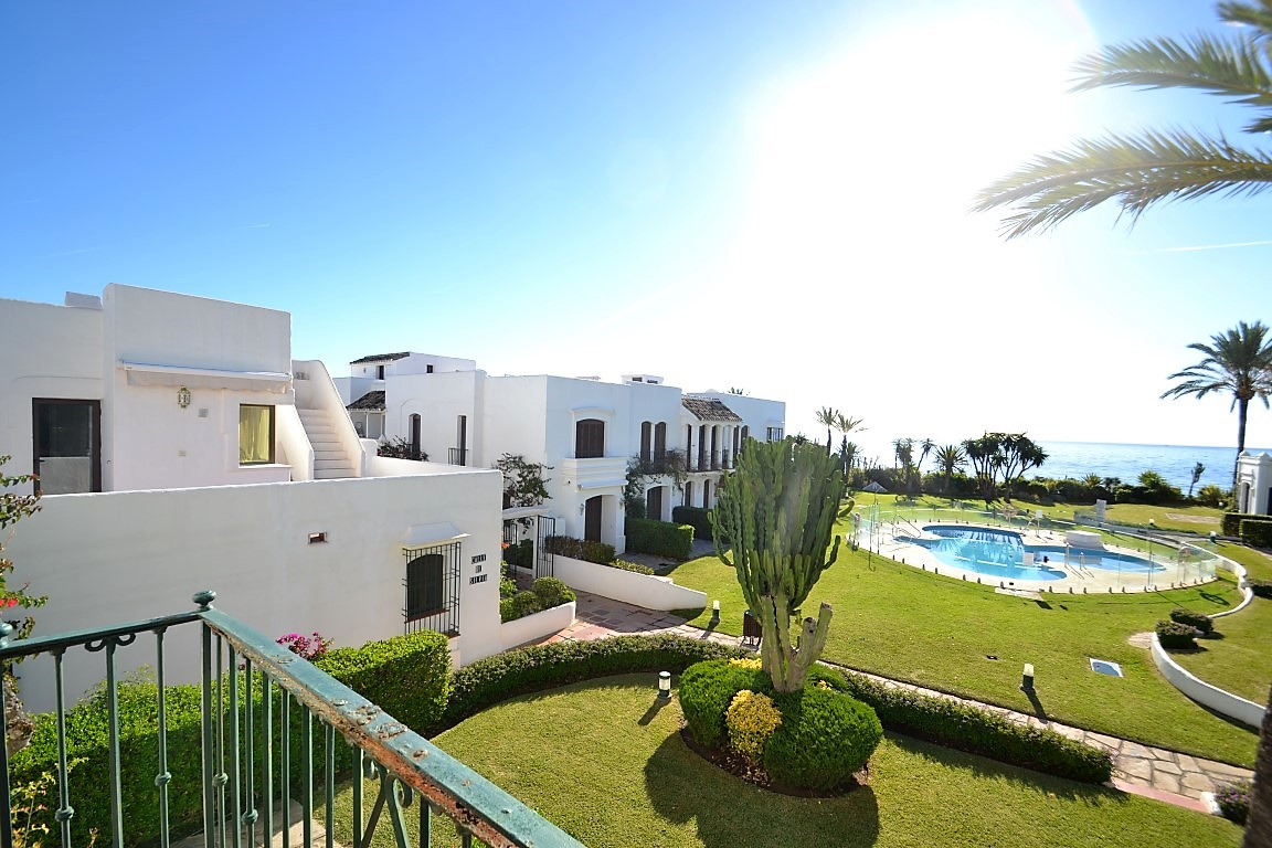 Townhouse, New Golden Mile, Costa del Sol. 2 Bedrooms, 2.5 Bathrooms, Built 100 m², Terrace, Spain