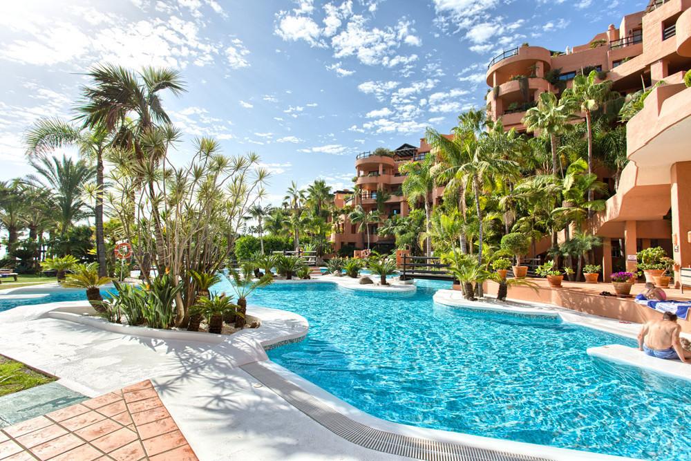 Marbella Banus Apartment for Sale in New Golden Mile – R3019049