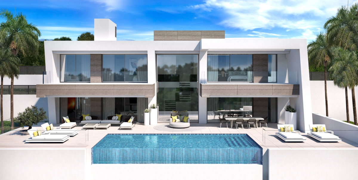 Complex of 5 independent villas of contemporary style, very bright and with panoramic views. Built w,Spain