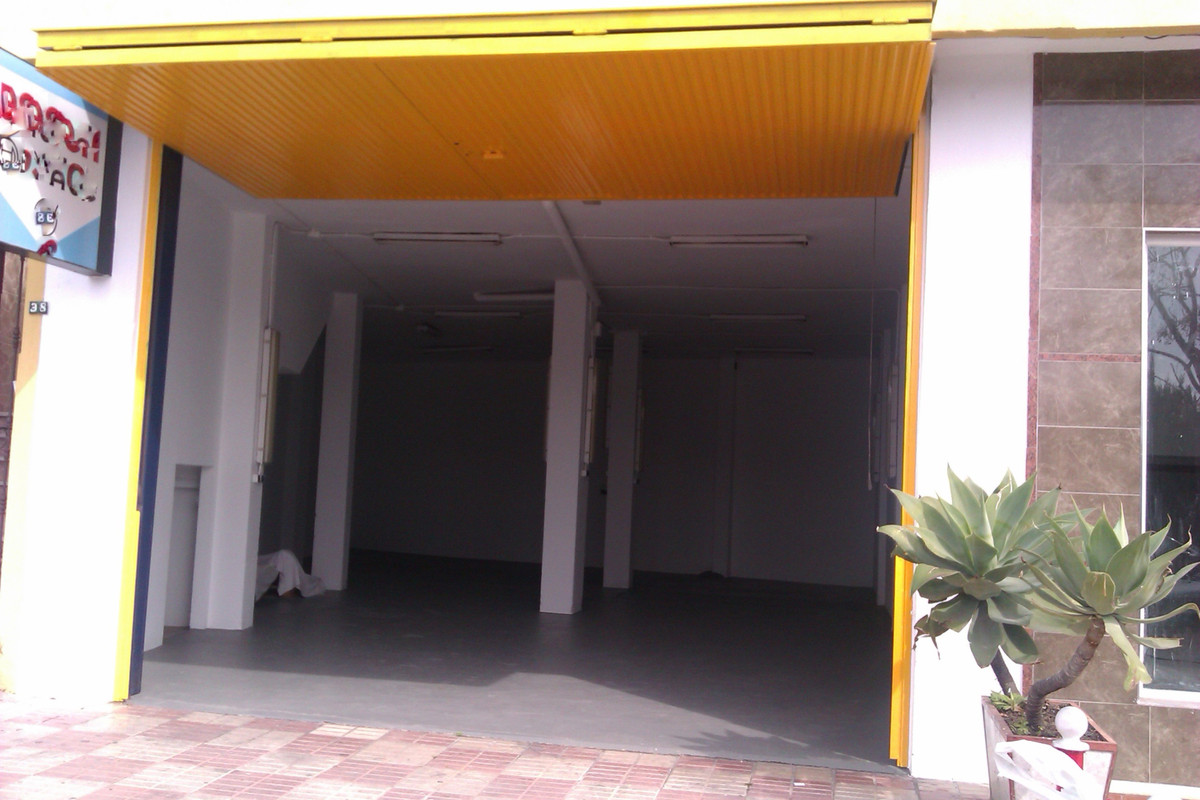 For sale commercial premises in Marbella surrounded by all kinds of services. Initially they used it, Spain