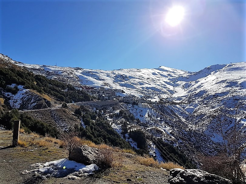 Nice apartment located in the central area of ??Sierra Nevada, close to shops, restaurants, bars and,Spain
