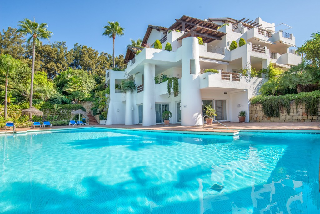 Beautiful 3 bedroom corner apartment in Alcazaba Beach, elevated position. Layout: Entrance, open pl,Spain