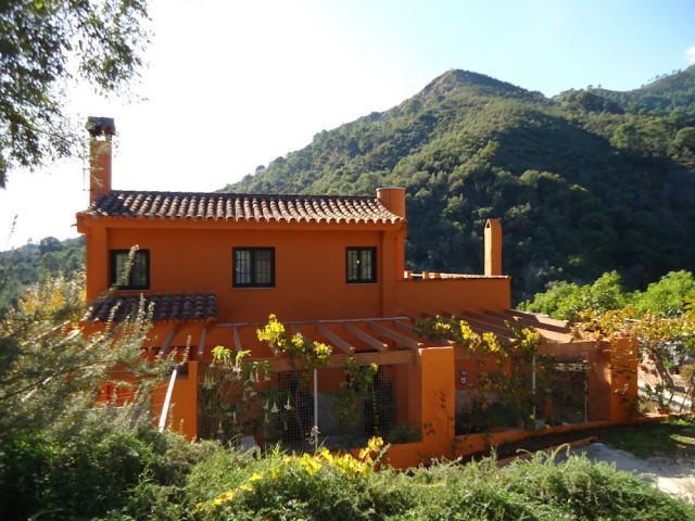 For the nature lover who likes to live in tranquility with no houses surrounding. Precious south ori,Spain