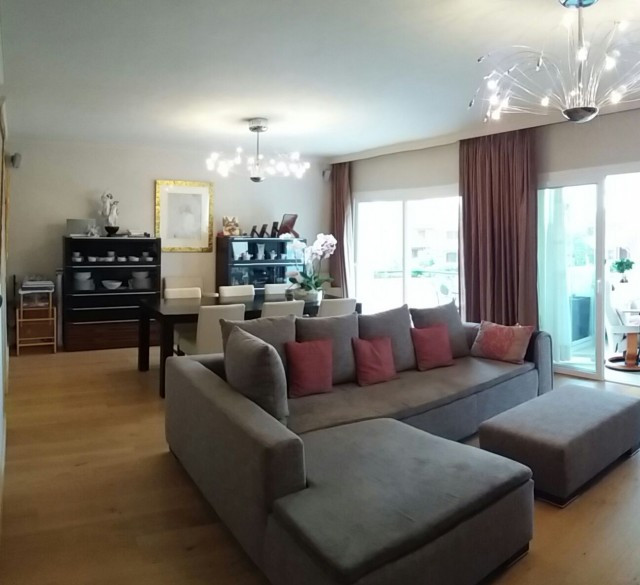 Superb apartment with 4 bedrooms and 4 bathrooms within walking distance of the beach. The apartment, Spain