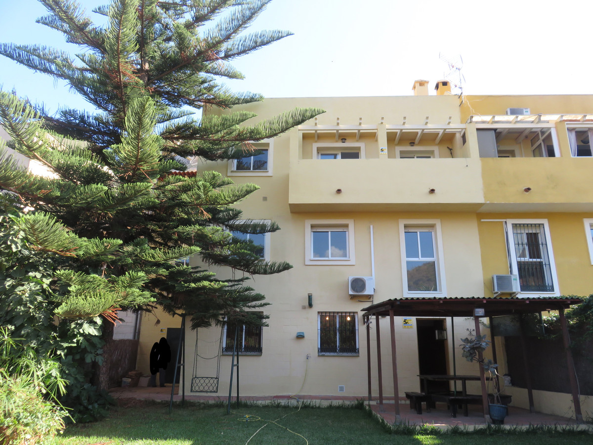 Nice spacious family townhouse in a quit street in Sierrezuela. It is distributed as follows: First ,Spain