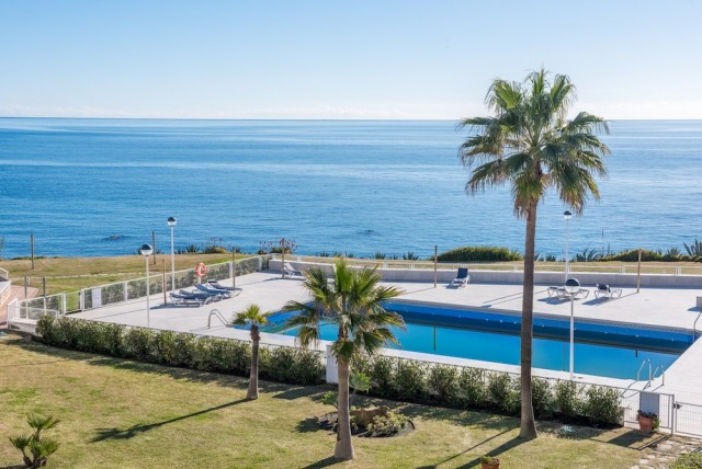 Frontline beach townhouse, walk direct from your lounge and terrace to the beach! Securely gated com, Spain