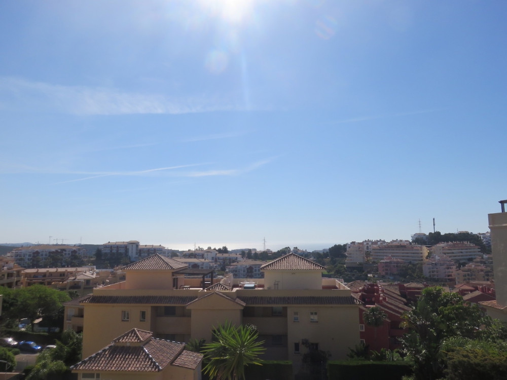 Seaviews, Sunny & Large apartment with corner terrace located in a quiet part of Riviera del Sol, Spain