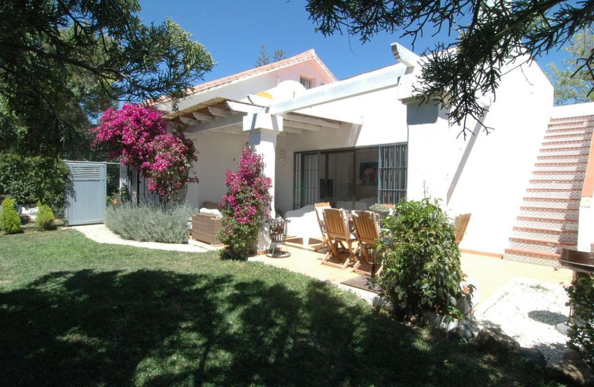 A small but cozy beach house located in the popular area of Carib Playa. 100 meters walking distance, Spain
