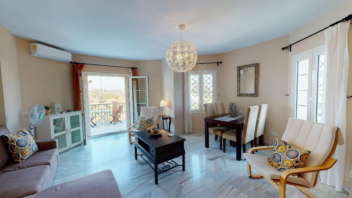 Beautiful Apartment for sale in Puebla Tranquila, Mijas  Ready to move in.  This charming apartment ,Spain