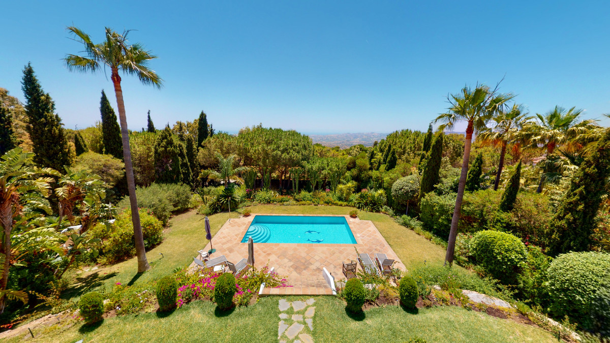 Villa in Valtocado, in one of the best urbanizations in the area, with 24 hour security, this beauti,Spain